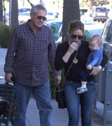 http://img235.imagevenue.com/loc120/th_268674627_Hilary_Duff_out_for_lunch_Beverly_Hills11_122_120lo.jpg
