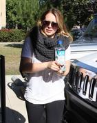 http://img235.imagevenue.com/loc565/th_349056026_Hilary_Duff_Pilates_class_in_Studio_City12_122_565lo.jpg