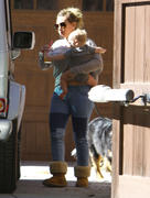 http://img235.imagevenue.com/loc99/th_617452252_Hilary_Duff_Visiting_her_mom4_122_99lo.jpg